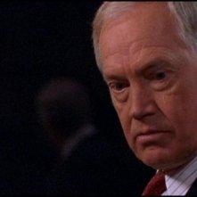 Ronny Cox nel ruolo del viscido Senatore Kinsey nella serie tv Stargate SG-1, episodio 'Pericolo d'attacco'