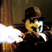 Jackie Earle Haley nei panni di Rorschach in una scena di Watchmen