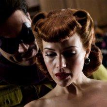 Jeffrey Dean Morgan e Carla Gugino in una scena di Watchmen