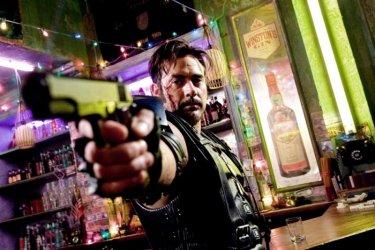 Jeffrey Dean Morgan nei panni del Comico in una scena di Watchmen