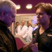 Brent Spiner e Alec Newman nei ruoli del Dott. Soong e Malik, il leader degli Augments nell'episodio 'Stazione 12' della serie tv Enterprise