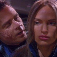 Connor Trinneer e Jolene Blalock nell'universo parallelo dell'episodio 'In uno specchio oscuro - prima parte' della serie tv Enterprise