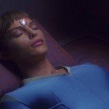 Jolene Blalock veste la tutina turchese dell'affascinante T'Pol nella serie tv Enterprise, episodio: Ordini del medico