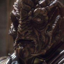 Scott MacDonald nel ruolo del perfido Comandante Dolim, uno Xindi rettiloide, nella serie tv Enterprise, episodio: Il Consiglio degli Xindi