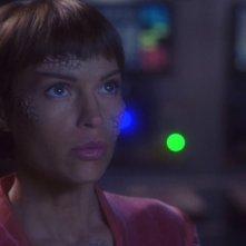 T'Pol, interprestata da Jolene Blalock, subisce gli effetti della distorsione spaziale nell'episodio 'Ora zero' della serie tv Enterprise
