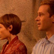 T'Pol, interpretata da Jolene Blalock, informa Trip, interpretato da Connor Trinneer, che sta per sposarsi nell'episodio 'Ritorno a casa' della serie tv Enterprise