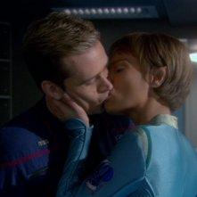 T'Pol, ritratta da Jolene Blalock, trova il modo di convincere il personaggio di Connor Trinneer a ritornare sull'Enterprise nell'episodio: Le schiave di Orione nella serie tv Enterprise