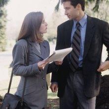 David Duchovny e Gillian Anderson in una scena di X-Files