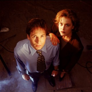 David Duchovny e Gillian Anderson interpretano Fox Mulder e Dana Scully in X-Files