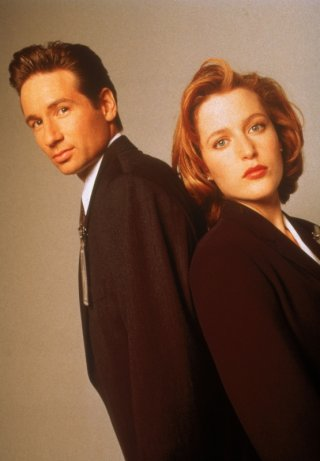David Duchovny e Gillian Anderson nei panni degli agenti Fox Mulder e Dana Scully di X-Files