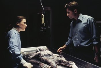David Duchovny e Gillian Anderson nel pilot di X-Files