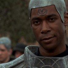 Dion Johnstone veste i panni del Capitano Nelson, un Jaffa in addestramento,  nell'episodio 'Regole di combattimento' della serie Stargate SG-1
