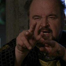 Dom DeLuise nei panni del pestifero ma simpatico Urgo nell'episodio 'Impianto' della serie Stargate SG-1