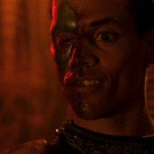 Il perfido Apophis, interpretato da Peter Williams, dopo essere stato torturato da Sokar nell'episodio 'Dominazioni' della serie Stargate SG-1