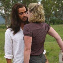 Justin Theroux e Gretchen Mol (di spalle) in una sequenza del film The Ten