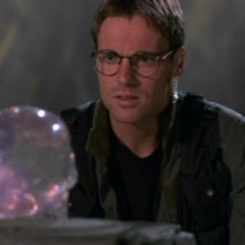 Michael Shanks è il Dott. Jackson nella serie Stargate SG-1; nell'episodio 'Il teschio di cristallo' viene colpito da un raggio di luce proveniente dal teschio e svanisce...