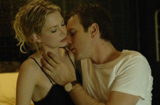 Michelle Williams e Ewan McGregor in una scena del film Sex List - Omicidio a tre