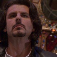 Robert Duncan nel ruolo del Goa'uld Seth, esiliato sulla Terra nell'episodio 'Seth', della serie Stargate SG-1