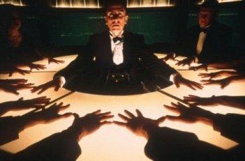 Tim Roth in una scena del film Invincibile