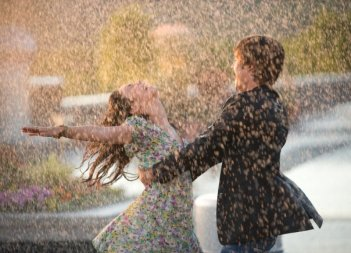 Vanessa Anne Hudgens e Zac Efron in una sequenza del film High School Musical 3: Senior Year