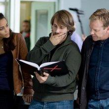 Paula Patton, il regista Alexandre Aja e Kiefer Sutherland sul set di Riflessi di paura