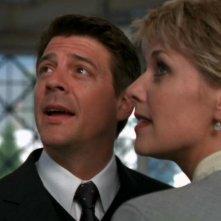 Amanda Tapping insieme a Christopher Cousins che qui interpreta suo marito, Joe Faxon nell'episodio '2010' della serie Stargate SG-1