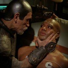 Brat'ac, interpretato da Tony Amendola, cerca di riportare Teal'c  (Christopher Judge) sulla retta via nell'episodio 'Il ritorno' della serie Stargate SG-1