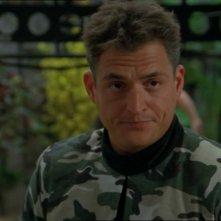 Michael DeLuise nel ruolo dell'attore Nick Marlowe che recita nella serie ispirata alle gesta dell'SG-1 nell'episodio 'Wormhole X-treme' della serie Stargate SG-1