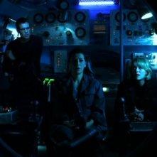 Michael Shanks, Amanda Tapping e Marina Sirtis, qui nel ruolo della scienziata russa Svetlana Markov, a bordo di un minisommergibile nell'episodio 'Watergate' della serie tv Stargate SG-1