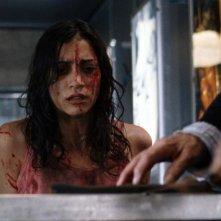 Morjana Alaoui in una scena dell'horror Martyrs