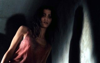 Morjana Alaoui in una sequenza dell'horror Martyrs