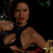 Nirrti, interpretata da Jacqueline Samuda, continua a portare avanti i suoi esperimenti genetici nella serie Stargate SG-1, episodio: Metamorfosi