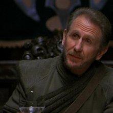 Rene Auberjonois interpreta il ruolo di Alar, ill leader degli Eurondiani, un popolo che chiede aiuto ai Terrestri nell'episodio 'L'altra faccia' della serie tv Stargate SG-1