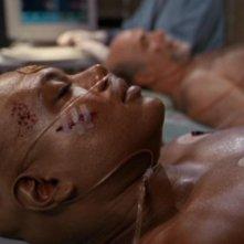 Teal'c, interpretato da Christopher Judge, è rimasto gravemente ferito insieme a Brat'ac e ha perso il suo simbionte nell'episodio 'Vite parallele' della serie Stargate SG-1