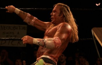 Mickey Rourke in una scena del film The Wrestler