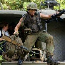 Ben Stiller in una sequenza della commedia Tropic Thunder