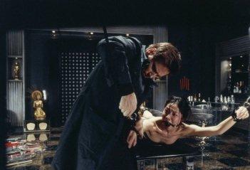 Benoît Magimel e Lika Minamoto in una scena del film Inju, la bête dans l'ombre