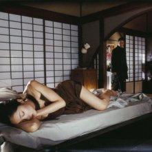 Lika Minamoto e Benoît Magimel in una scena del film Inju, la bête dans l'ombre