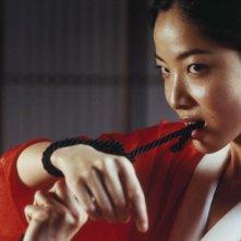 Lika Minamoto in una sequenza del film Inju, la bête dans l'ombre