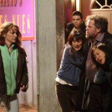 Melissa Leo, Nancy Wu, Mark Boone Junior e Betty Ouyang in una scena del film Frozen River