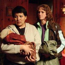 Misty Upham e Melissa Leo in una scena del film Frozen River