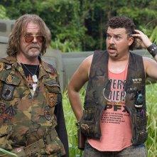 Nick Nolte e Danny McBride in una scena del film Tropic Thunder