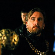 Tim Roth in una scena del film Decameron Pie