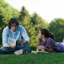 Tom Wisdom e America Ferrera in una scena del film The Sisterhood of the Traveling Pants 2