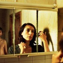 Frank Vercruyssen e Sara de Roo in una scena del film Nowhere Man