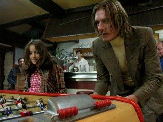 Léora Barbara e Guillaume Depardieu in una sequenza di Stella