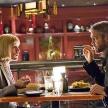 Frances McDormand e George Clooneyin una scena del film Burn After Reading