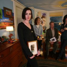 Anne Hathaway, Rosemarie Dewitt, Bill Irwin e Debra Winger sul set del film Rachel Getting Married