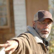 Il regista Guillermo Arriaga sul set del film The Burning Plain