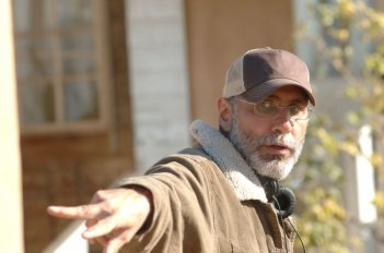 Il regista Guillermo Arriaga sul set del film The Burning Plain